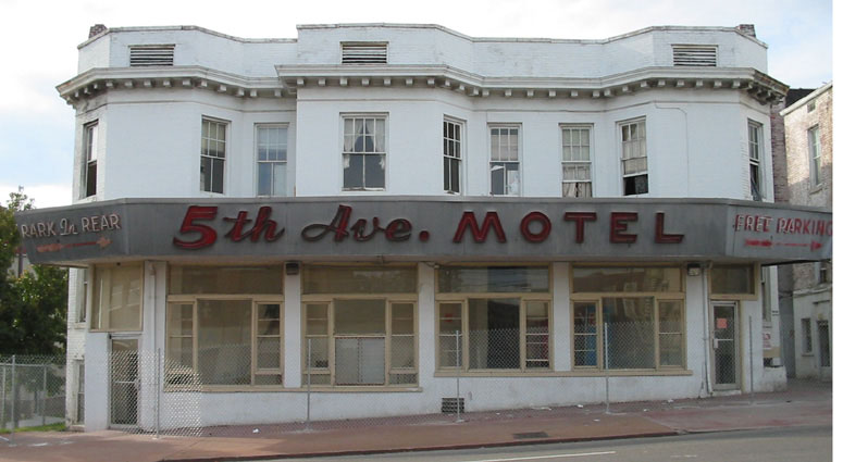 This Is The 5th Avenue Motel It Was Built In 1913 But I Think Signs Are Later They Have Been An Icon Knoxville For A Long Time